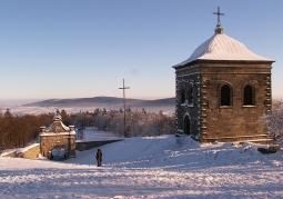 Brama wschodnia i dzwonnica