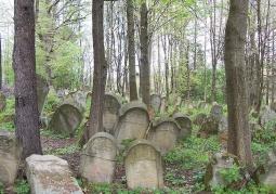 Zabytkowy cmentarz w Lesku