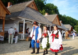 Folk festivities on the market