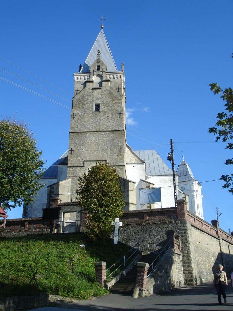Gmach kościoła w całej okazałości