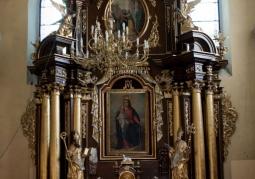 Bogato zdobiony ołtarz