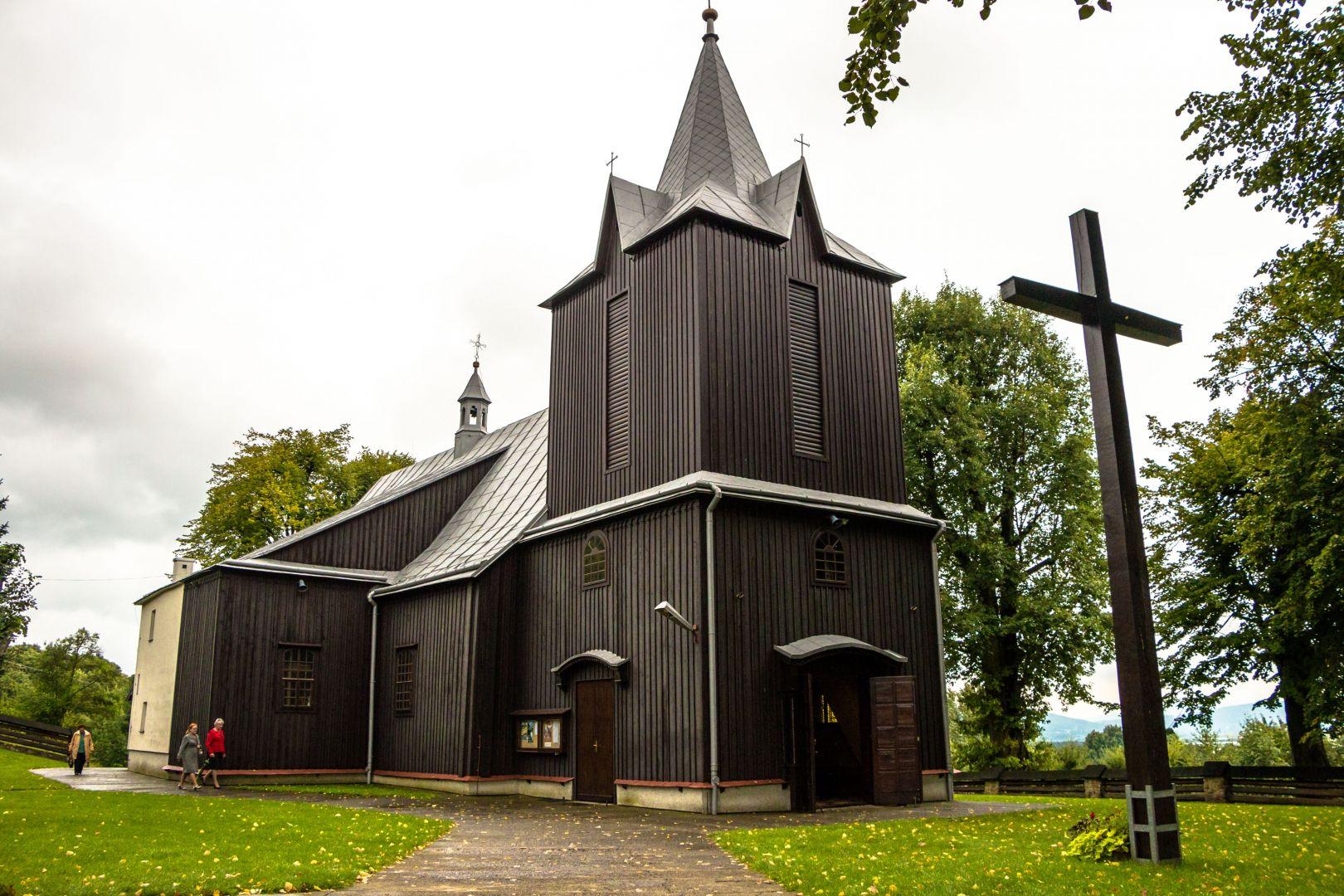 Gmach drewnianego kościoła