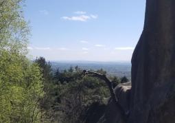 Widok wśród skał