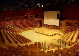 Wnętrze głównej sali koncertowej Filharmonii Bałtyckiej