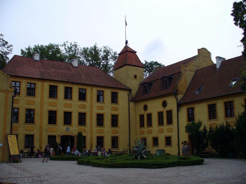 Gmach pałacu w Krokowej