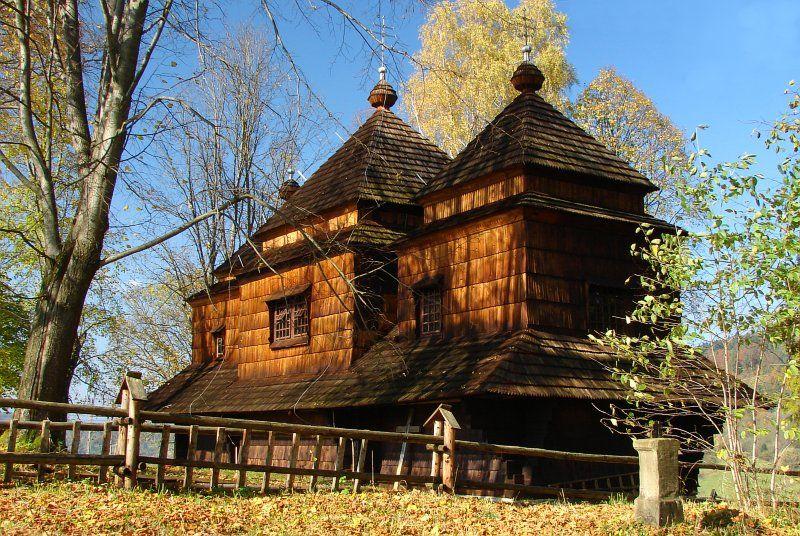 Cerkiew w Smolniku jesienią