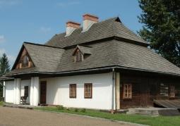 Modrzewiowy dwór z Krzeczowic