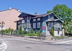 Budynek muzeum na rógu Kazimierza Wielkiego