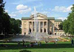 Klasycystyczny gmach Teatru Wielkiego