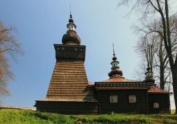 Zabytkowy kościół w Andrzejówce latem