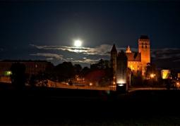 Zamek  od strony zachodniej nocą