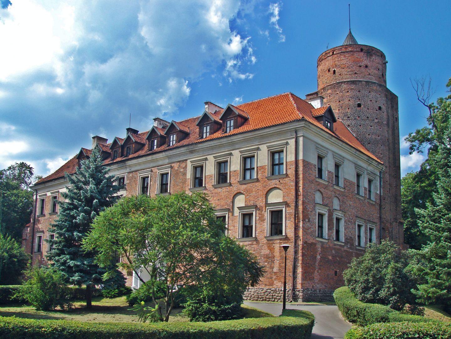 Panorama zamku uniejowskiego latem