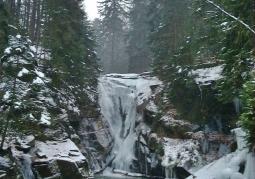 Szklarki waterfall in winter